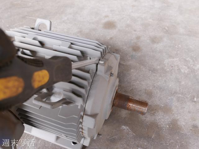 動かない200Vモーターを分解