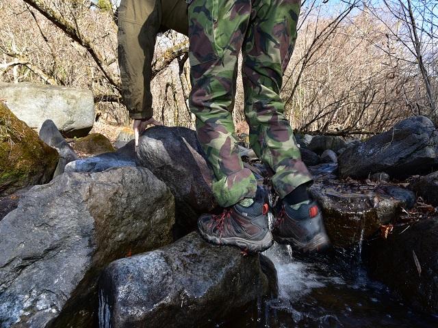 登山靴で滑る