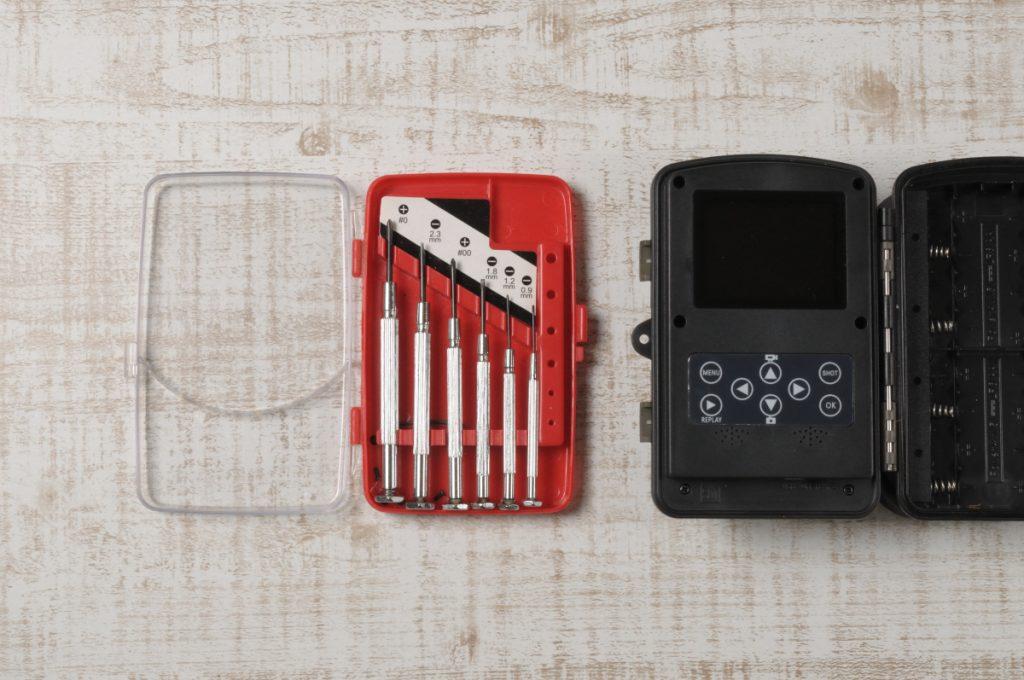 トレイルカメラ分解工具